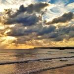 Nubes que filtran un sol poderoso