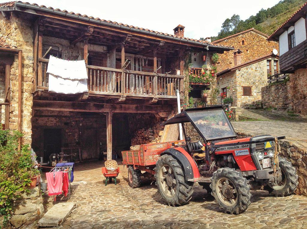 barcena-mayor-tractor-cantabria