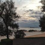 La isla de Mouro a pie de acera. La isla de Mouro a pie de playa. Elige