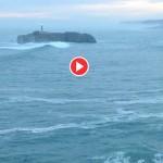 Olas entrando en serie golpean la isla de Mouro