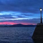 Un amanecer de dos colores en el muelle Calderón