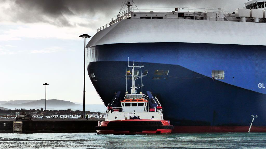 atracando-buque-practicos-puerto-santander