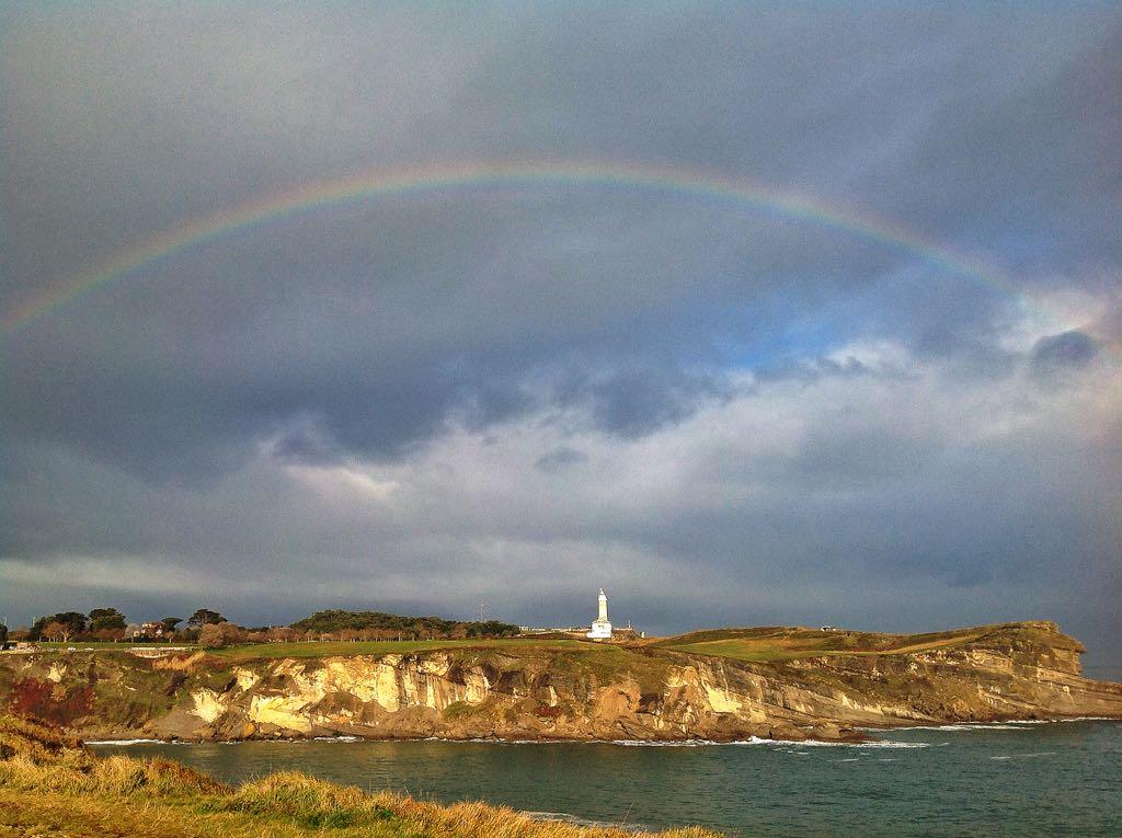 faro-santander-arco-iris
