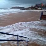La fuerte mar inunda la Primera y Segunda playa del Sardinero