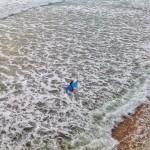 Mar batida. Surfer agotado. Primera del Sardinero