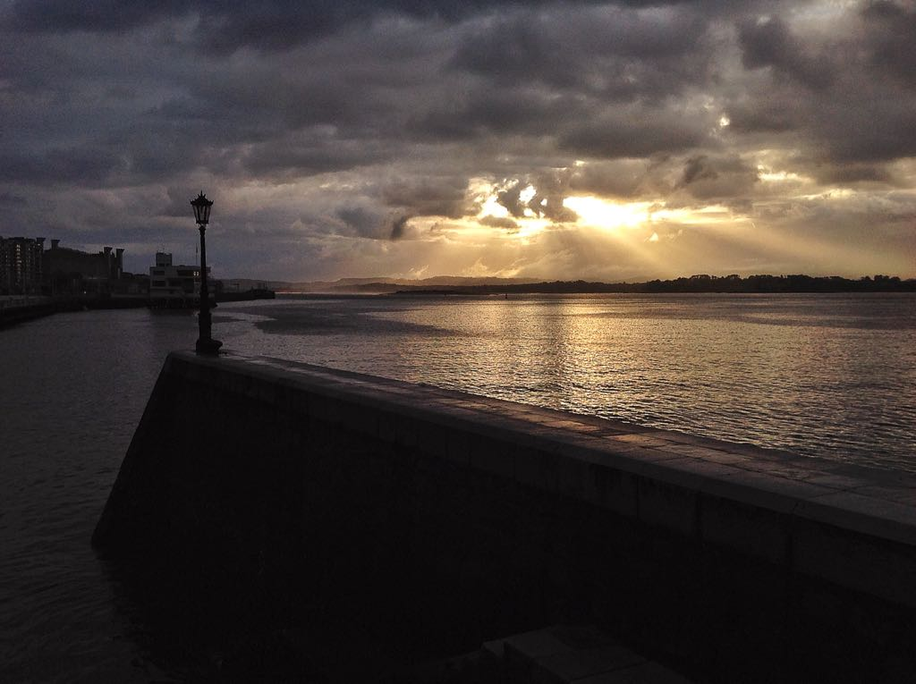 farola-miguelez-sol-lluvia