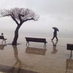 La calma de los días de lluvia en la bahía de Santander