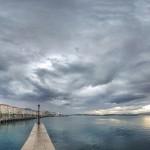 La bahía dialoga con un cielo de sur