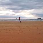 Un buenos días de viernes a toda pastilla por la arena del Sardinero