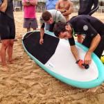 Probando una tabla de surf a motor. De Salvamento. En el Sardinero