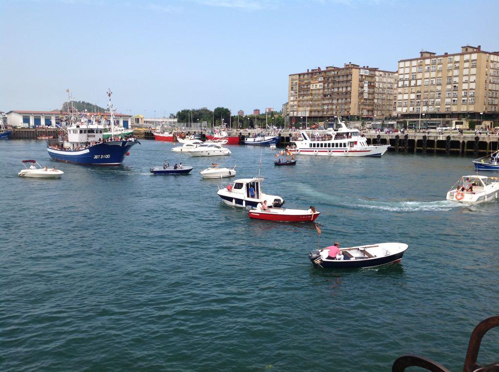 virgen-carmen-barco-barrio-pesquero-santander