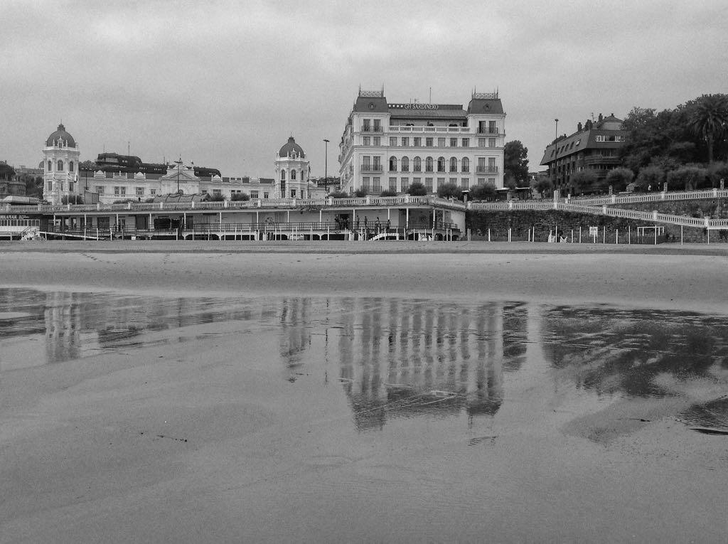 hotel-sardinero-blanco-negro