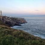 Las vistas de Cabo Mayor. Un faro, acantilados, el abra del Sardinero, Peña Cabarga, montes de Cantabria