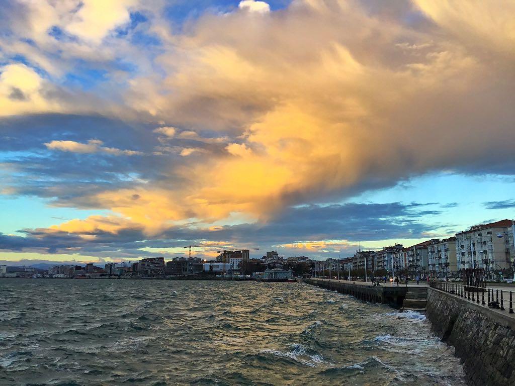 sur-bahia-santander-nubes