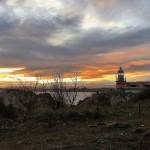 Un sol perezoso pinta el amanecer