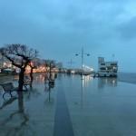 La soledad del muelle Calderón un día de lluvia