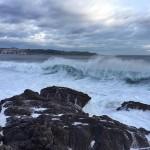 La anatomía de una ola azotada por el viento sur