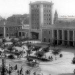 Vaya ambiente que había en la plaza de las estaciones de Santander allá por 1947