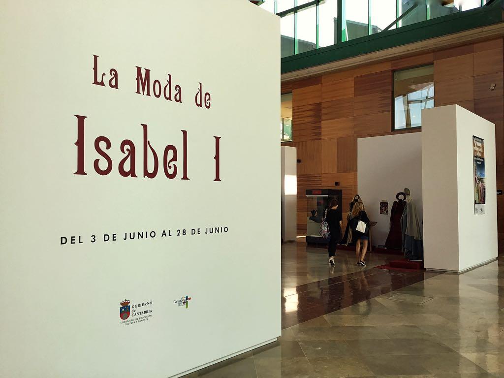 exposicion-mode-isabel-biblioteca