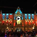 Ya luce la Navidad en la fachada del Ayuntamiento de Santander