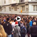 Así se celebra la Nochebuena en Santander. Centenares de personas brindando en Peña Herbosa