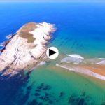A vista de dron por Covachos, la isla de Castro y la Arnía