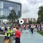 Nervios y mucha expectación ante la llegada de los Reyes al Centro Botín
