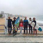 Tres generaciones a por olas en el Sardinero