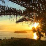 Amanecer radiante con la isla de Mouro guiando nuestros pasos