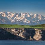 El Cantábrico, Punta Ballota y los Picos de Europa en una sola imagen