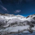 Lunada, con nieve y estrellas