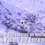 El helicóptero del Gobierno de Cantabria abastece a Tresviso, aislado por el temporal