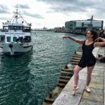 Ballet clásico frente a la bahía de Santander