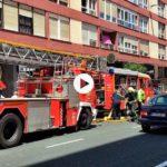 Atasco en Marqués de la Hermida. Bomberos sofocando un incendio