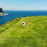 En la costa de Toñanes el verde Cantabria, los acantilados y la mar se dan un abrazo