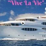 Así es el super yate de lujo 'Vive la vie' que está surcando estos días las aguas de la bahía de Santander