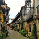 Cartes y Riocorvo o esas fantásticas casas montañesas dispuestas en hilera
