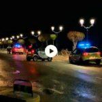 Retirando los coches de la avenida del Chiqui ante la alerta naranja por temporal