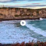 El espectáculo de ver romper las olas en la playa de Mataleñas