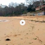 El temporal deja planchada la playa de los Peligros y le pega otro mordisco de arena