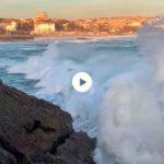 Pasar la mañana viendo pasar las olas
