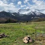 Amanecer en Uznayo, entre picos nevados y cantos del gallo