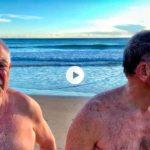 Ángel y Cayo nos cuentan por qué se bañan todos los días del año en el Sardinero