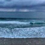 Cortinas de lluvia en el horizonte del Sardinero