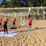 Yoga y playa. Ruth y amigas