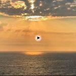 Un amanecer bajo la amenaza de nubes tormentosas