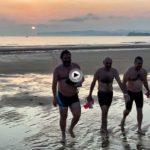 Los primeros rayos de sol a ras de playa