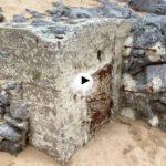 Rincones que no habías visto de la playa de Los Peligros descubiertos por las mareas