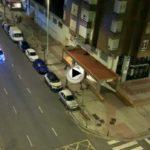 Y tras el aplauso sanitario la policía recorre las calles dando ánimos a los vecinos