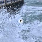 La belleza de ver hoy estrellarse las olas a cámara lenta